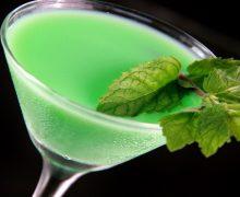 imagen Cóctel Grasshopper (Saltamontes): Historia, Preparación e Ingredientes