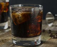 imagen Cóctel Black Russian – Historia, ingredientes y preparación